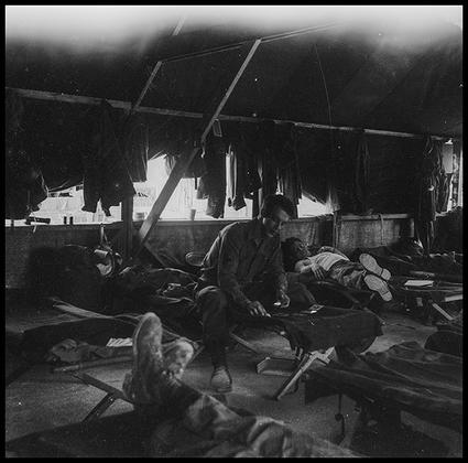 Американские солдаты во время отдыха. Германия, 1945 год.