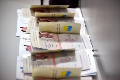 Украину уличили во лжи о выдаче паспортов жителям Донбасса