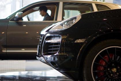 Казахстанских чиновников оставили без иностранных машин