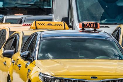 Актер московского театра напился и вырвал дверь такси