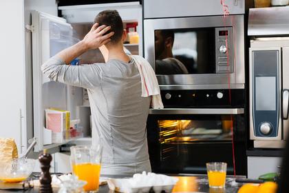 Неуклюжий муж взорвал духовку, расплавил холодильник и уничтожил диван
