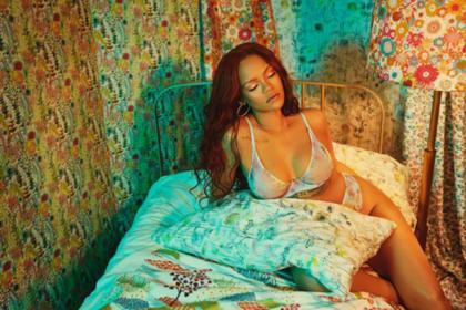 Рианна показала новое нижнее белье и снялась в откровенной фотосессии