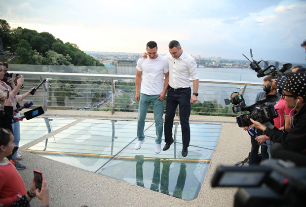Виталий Кличко на открытии Стеклянного моста