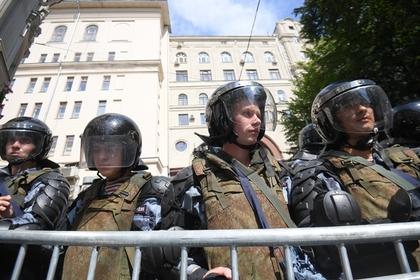 На несогласованной акции в Москве начались задержания