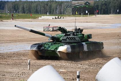 Российские военные приготовили яичницу от тепла Т-80