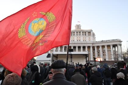 Советскую власть массово сочли лучше российской
