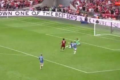 Игрок вынес мяч с линии ворот в падении через себя и спас «Манчестер Сити»