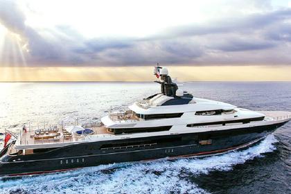 Самая молодая миллиардерша арендовала яхту за 1,2 миллиона долларов в неделю