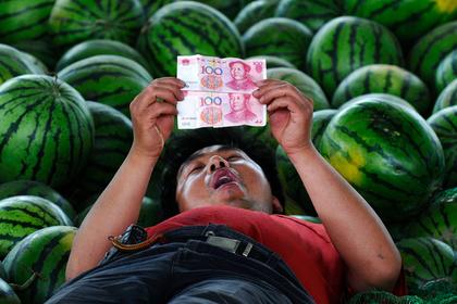 Экономист разъяснил  «болезненную реакцию» США наснижение курса юаня