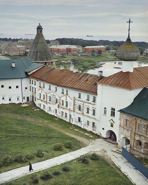 В 1992 году Соловецкий монастырь стал одним из первых памятников архитектуры на территории России, внесенных в список Всемирного наследия ЮНЕСКО.
