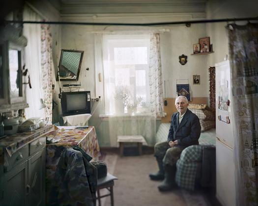 Николаю Донстову 90 лет. Он работал смотрителем местного маяка во времена после закрытия СЛОНа, когда здесь функционировала военная база.