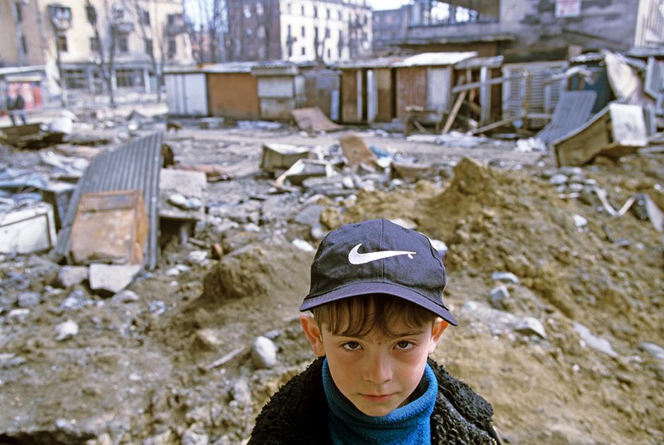 Во время боев за Грозный город был практически разрушен обстрелами и бомбардировками. Центральный район Грозного был полностью уничтожен.