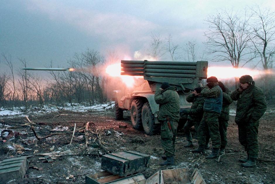 Установки «Град» и «Ураган» активно использовались во время боев за Грозный. В конце января позиции боевиков в восточной части города постоянно подвергались ударам из этих РСЗО.