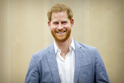 Сослуживцы принца Гарри посмеялись над его любовью к педикюру