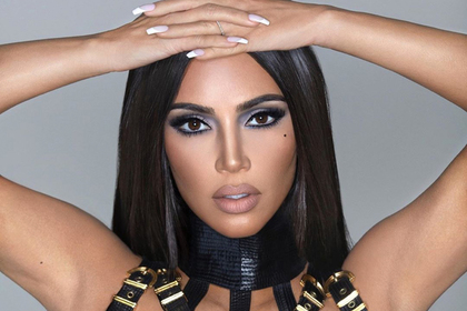 Фанаты Ким Кардашьян не узнали знаменитость на снимке и распекли ее за фотошоп