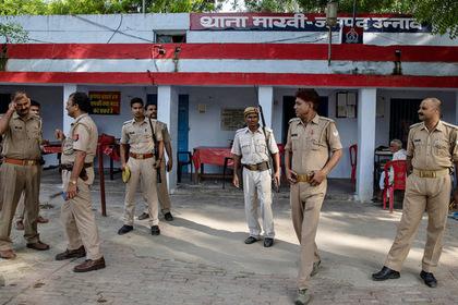 Индиец проиграл в покер и отдал жену друзьям-насильникам