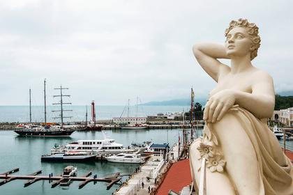 Туристки захотели фотосессию на катере в Сочи и свалились в море