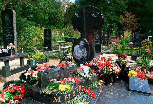 Могила Михаила Круга в Твери, 2008 год