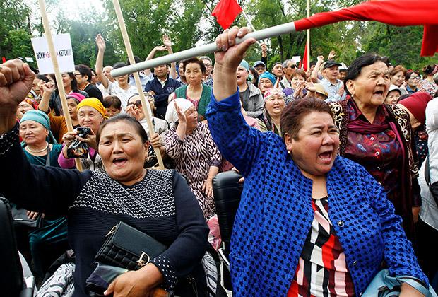 Сторонники экс-президента Атамбаева в Бишкеке