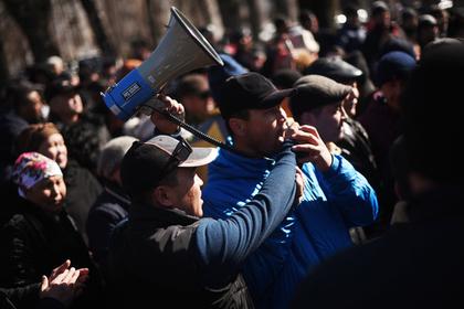 Qırğızıstan bu gün qarışacaq: Atambayev hamını küçələrə çağırdı