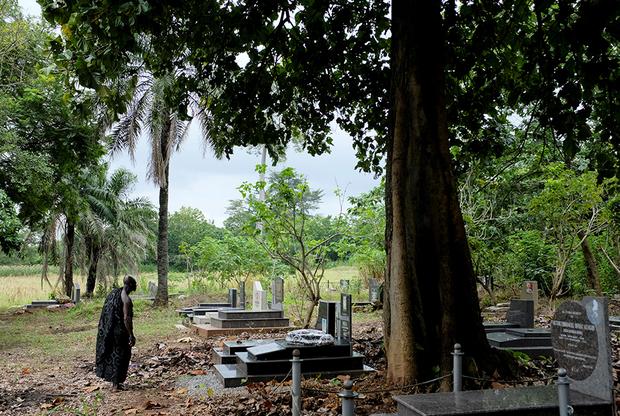 Европейцы набирали рабов в центральной части Ганы, затем гнали их 200 километров к побережью. Для многих путь начинался в области Ашанти. От деревни Адидван рабов отправляли на юг через золотодобывающий город Обуаси.