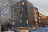 Южноафриканское бюро SAOTA придумало для динамично развивающегося портового района Гамбурга уютный жилой комплекс высотой всего пять этажей. Из всех представленных проектов он, пожалуй, единственный, имеющий хоть что-то общее с хрущевкой. Общая площадь дома — 7 тысяч квадратных метров. Первый этаж отведен под общественные пространства.