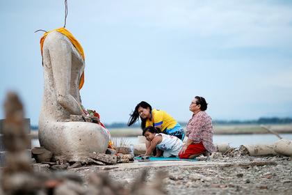 Рекордная засуха обнажила затонувший тайский храм
