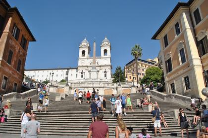 Туристов прогнали со знаменитой Испанской лестницы