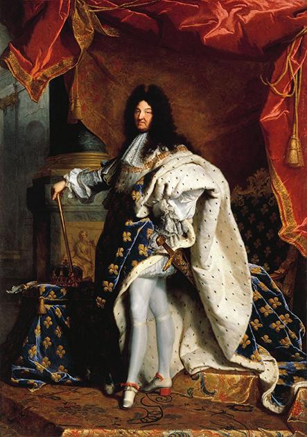 «Портрет Людовика XIV» работы художника Гиацинта Риго изображает короля в коронационной одежде. Этот канонический портрет неоднократно повторялся в разных вариациях