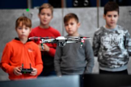 В российских школах появятся квадрокоптеры и системы виртуальной реальности