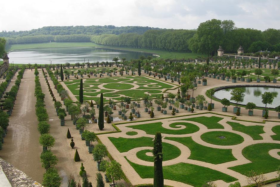 Версаль изменил представления о том, каким должен быть дворец. Ему подражали создатели дворцов в Петергофе, Гатчине, Вене и Потсдаме