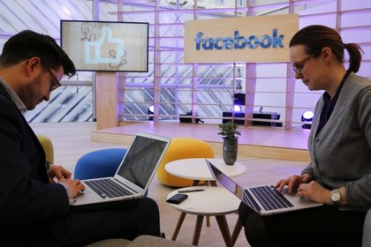 Facebook захотел платить СМИ за новости