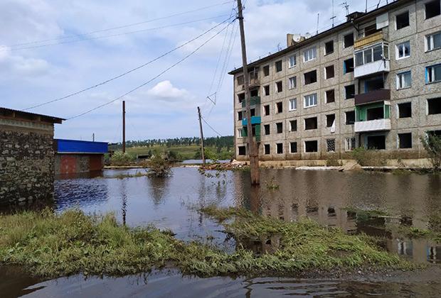 Затопленная улица в городе Тулуне