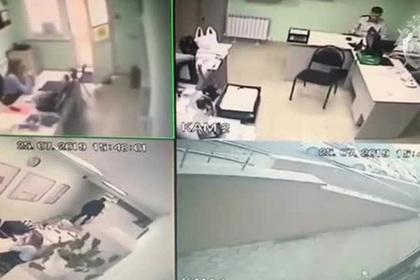 Россиянин попытался убить коллегу в офисе и попал на видео