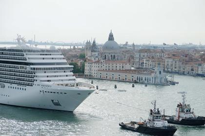 Новый запрет для туристов придумали в Венеции