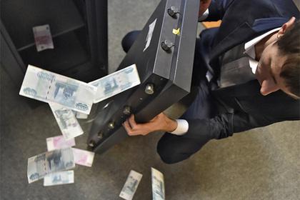 Любому пятому россиянину нехватает денежных средств до заработной платы, показал опрос