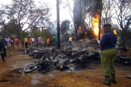 Африканцы толпой пошли собирать бензин на месте ДТП и сгорели