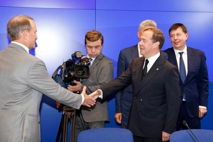 Медведев поздравил Медведчука со вторым местом на выборах в Раду