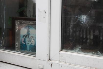 Последствия обстрела поселка в Донецкой области