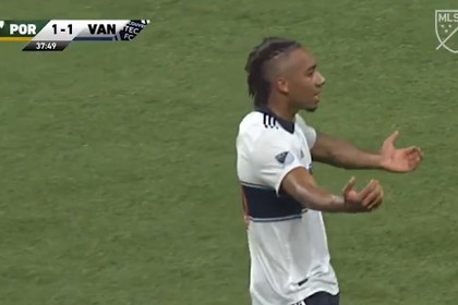 19-летний футболист забил дебютный гол ударом с разворота