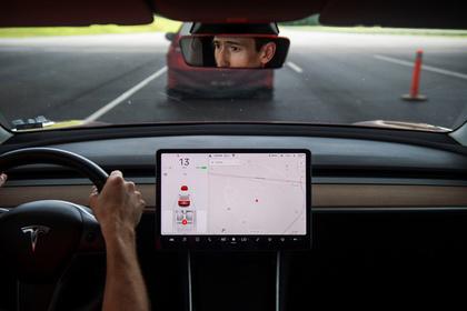 Водитель загоревшейся на МКАД Tesla рассказал подробности аварии