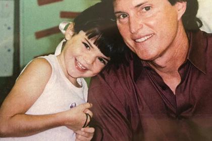 Ставший матерью отец самой молодой миллиардерши в мире перепутал дочерей