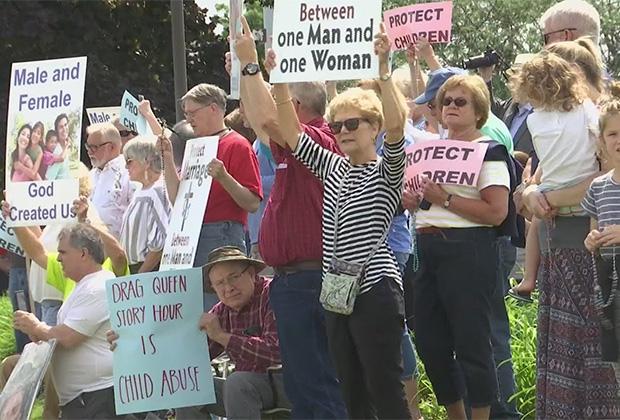Протест группы «Матери против дрэг-чтений»