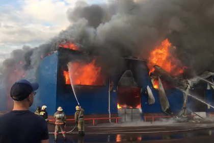 В Красноярске загорелся склад рынка