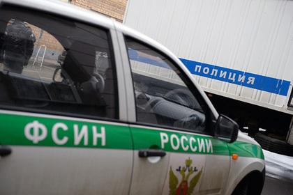 Двое российских тюремщиков и арестант погибли по дороге из Москвы