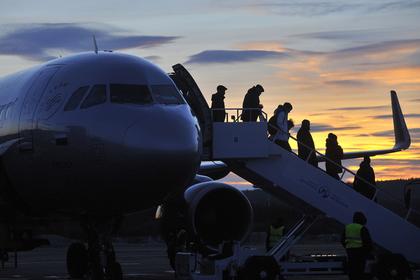 Объяснена нетерпимость российских туристов в самолете