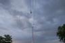 Дорога пройдет над рекой Эй, но это не помешает судоходству: высота одной из башен составит 46 метров, второй — 105, а центральной — 136 метров, так что даже крупные суда смогут спокойно проходить под канатной трассой.