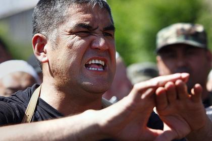 Уговорившего Атамбаева сдаться силовика уволили за предательство