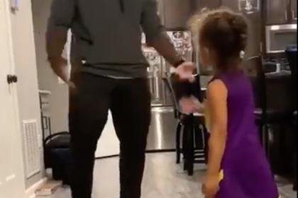 Маленькая девочка станцевала «грязные танцы» и прослыла легендарной