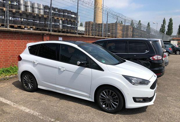Россияне не любят ни универсалы, ни компактвены, поэтому Ford C-Max у нас не продается. А в Германии таких машин много, причем подчас они богато оснащены и щеголяют стильными аэродинамическими обвесами.